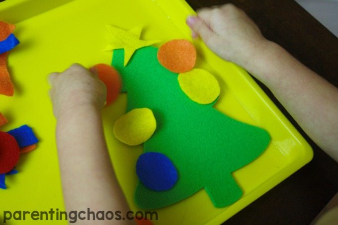 My Kids would LOVE to do this Holiday Felt Busy Tray for a Christmas crafts