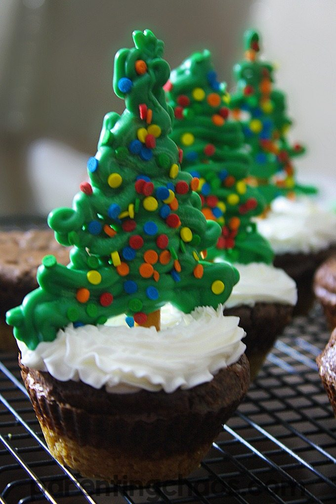 These Christmas tree brownies are so much fun!