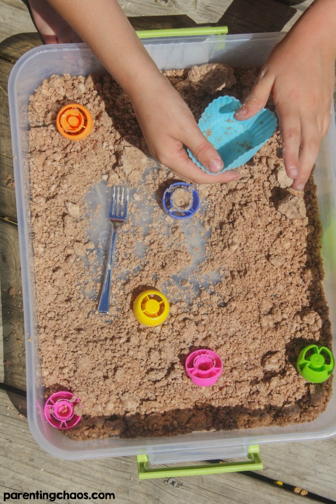 Make some home made chocolate moonsand with this easy recipe for a wonderful sensory play experience for kids! This recipe only uses 3 simple ingredients and it's gluten free so all can play.