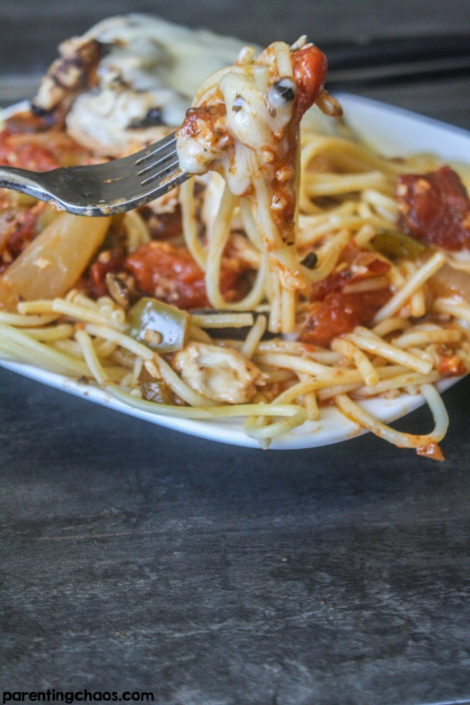 Easy Tomato Burst Chicken Cacciatore -One pan and 30 minutes are all you need to make this full flavor, healthy and fresh Italian chicken cacciatore!